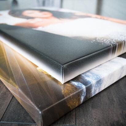 Fotoplátno-Výsledný obraz z fotografie,natiahnuté plátno na drevený ram,ktorý je osadený závesným systémom.Fotoplátno pripravené na zavesenie.Fotoobraz z Vašich fotografií